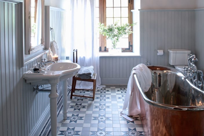 CLASSIC BATHROOM RENOVATION
