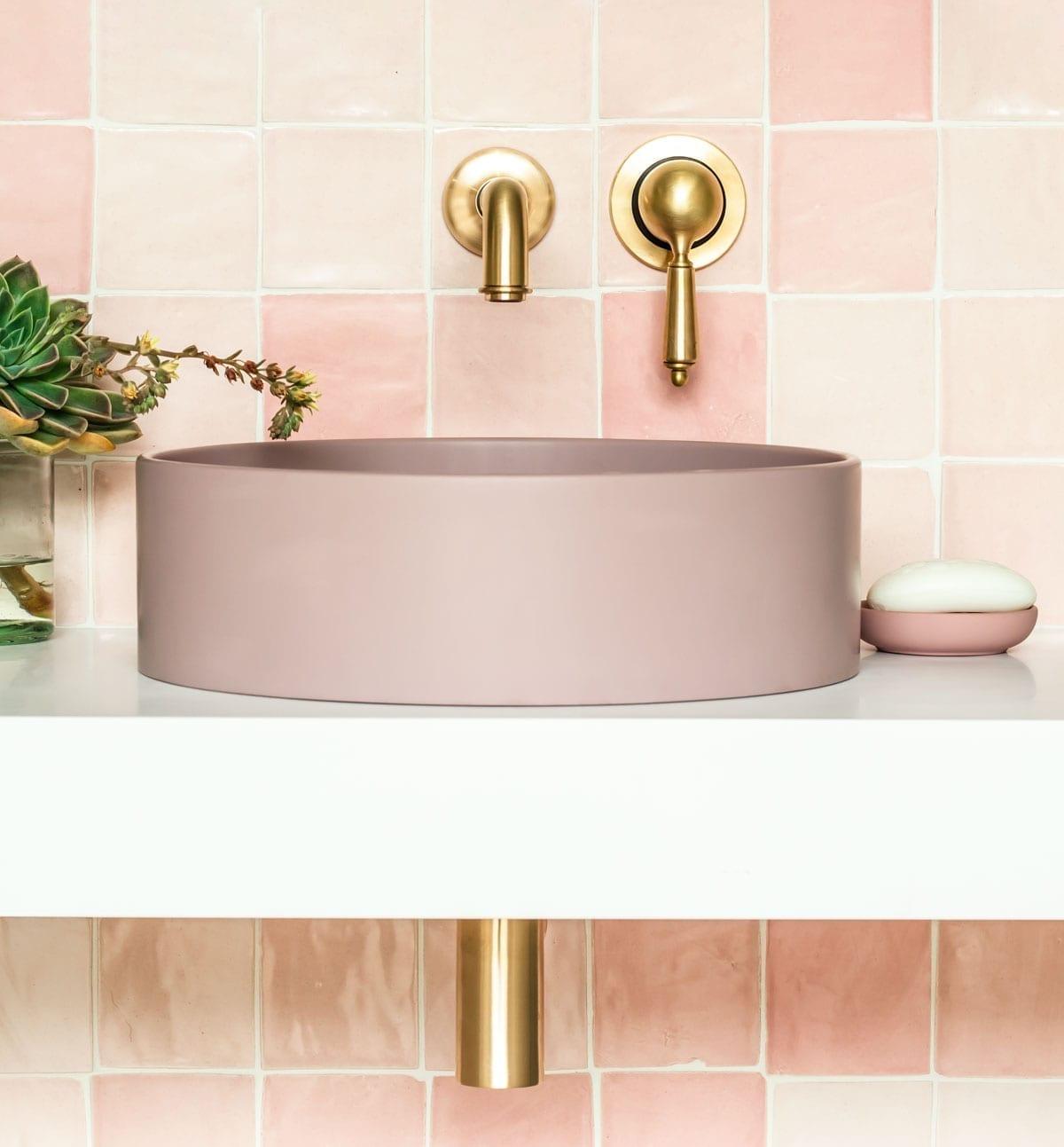 colour tips in the bathroom
